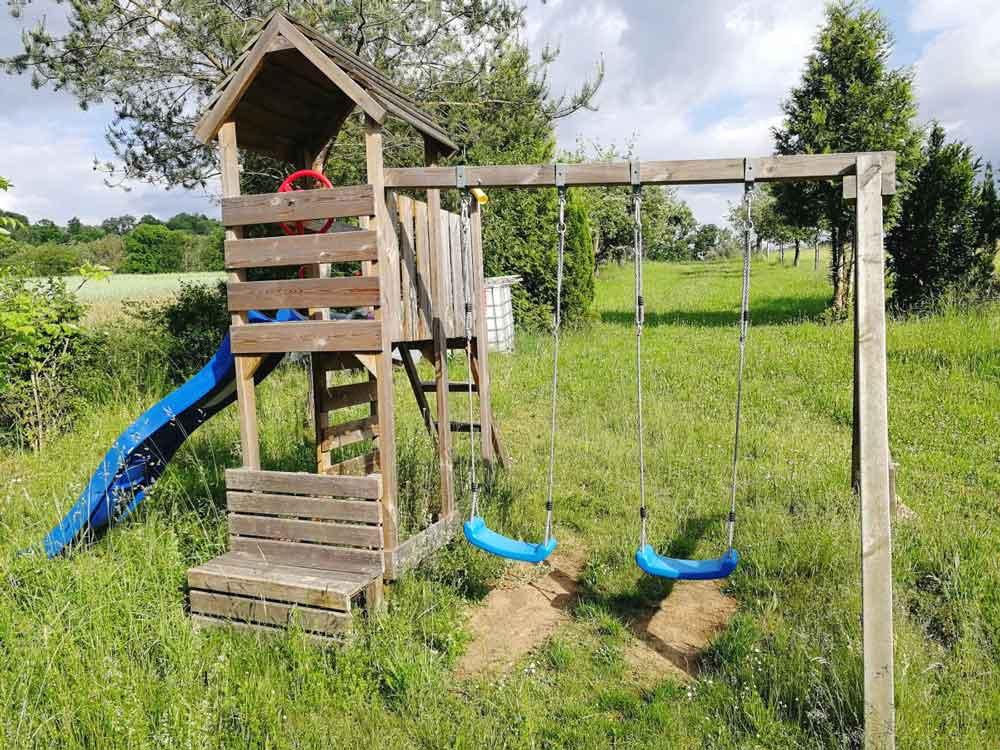 Spielturm aus Holz